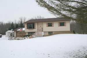 789 Jennings Road, Whitmore Lake MI 48189 Home with acreage